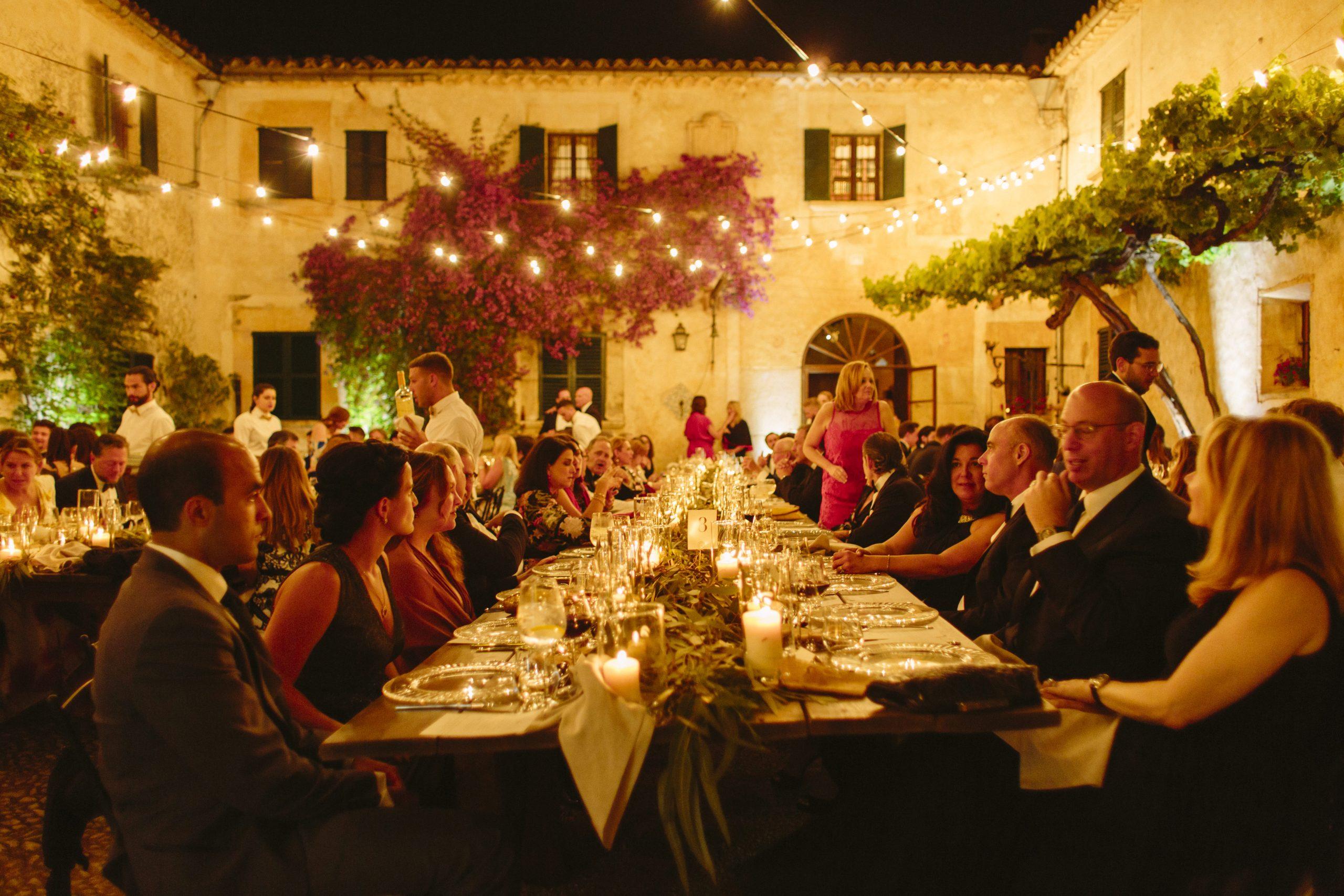 patio mallorquín rústico para cena de boda en finca es fangar mallorca