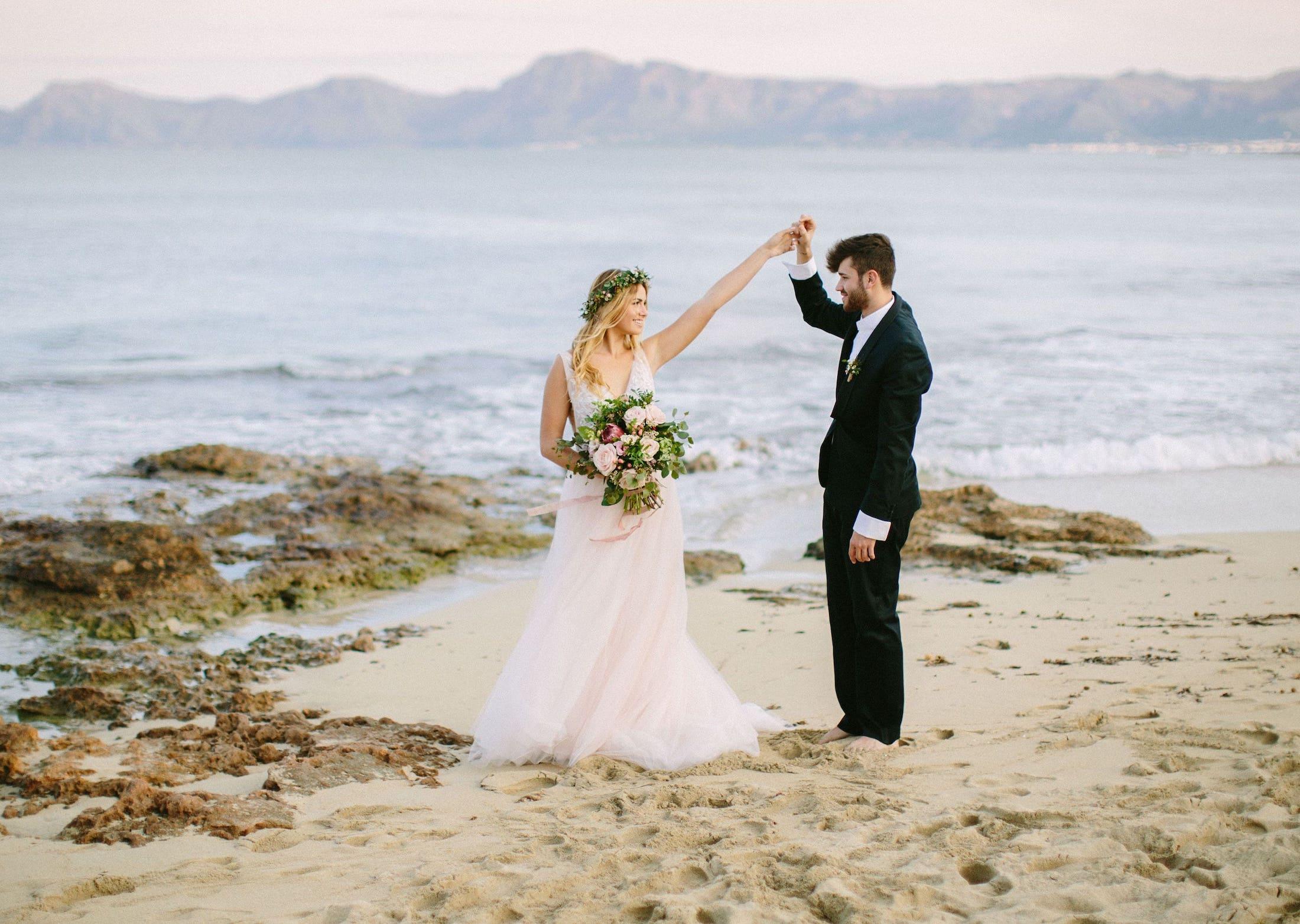 wedding photo shooting in beautiful beach Can Picafort Mallorca