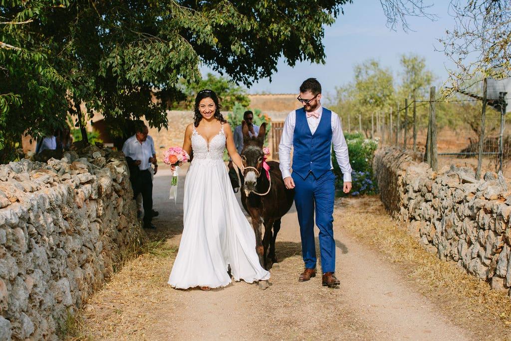 boda rústica en el campo de Mallorca con mascotas en vuestra ceremonia