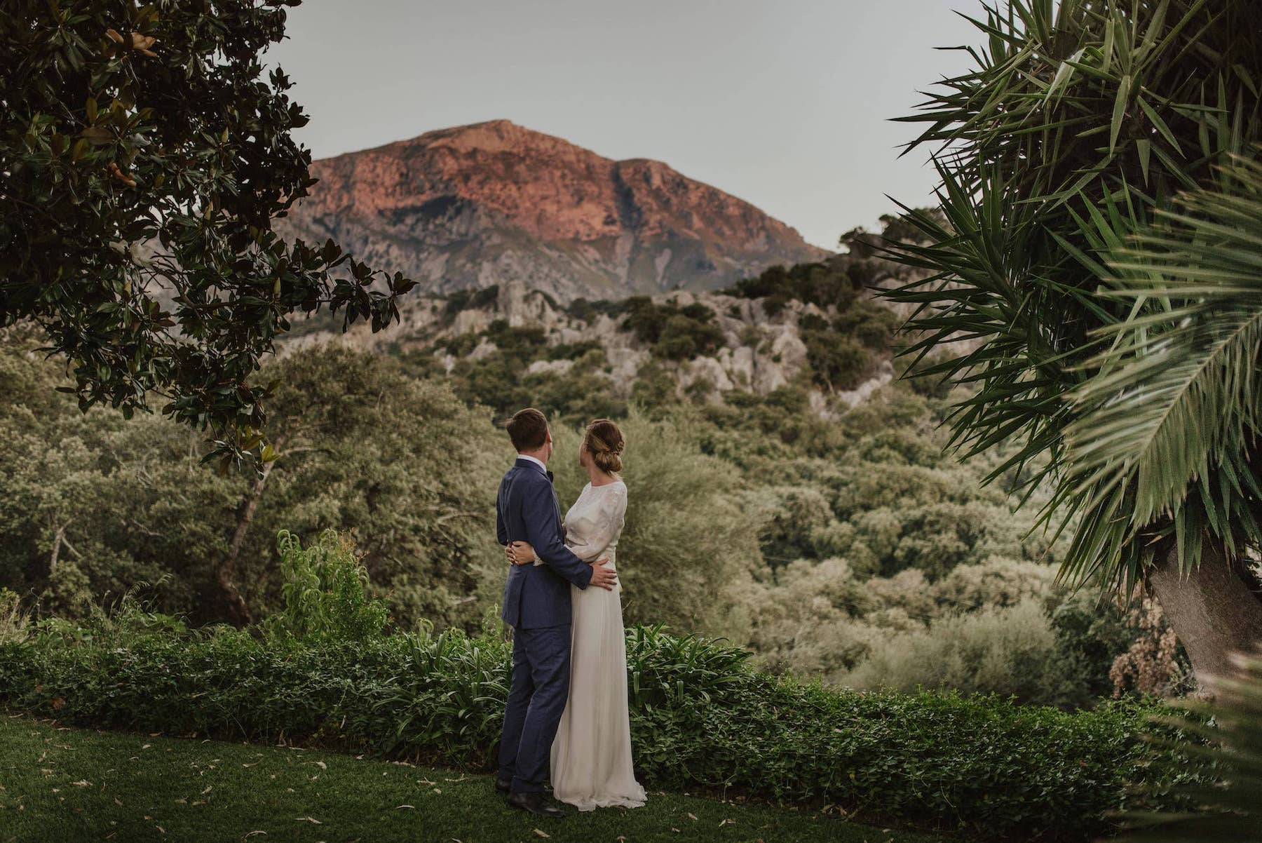 wedding ceremony with mountain views in a Majorcan vineyard
