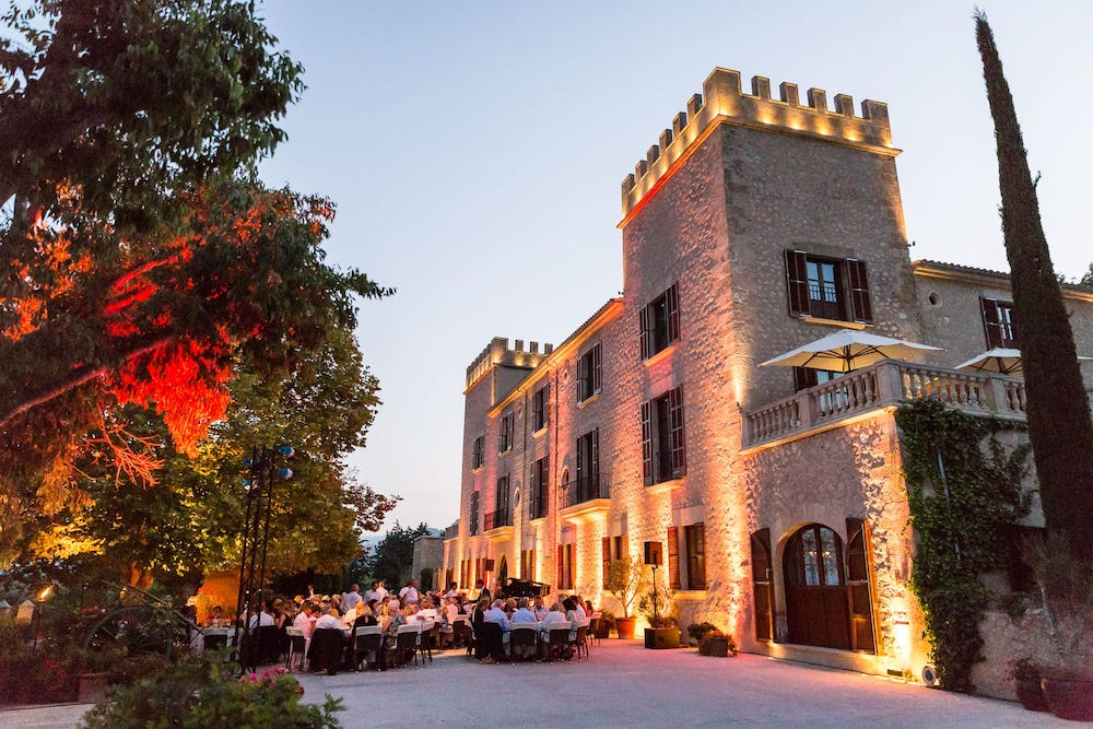 wedding hotel location with beautiful decoration and catering in Andratx