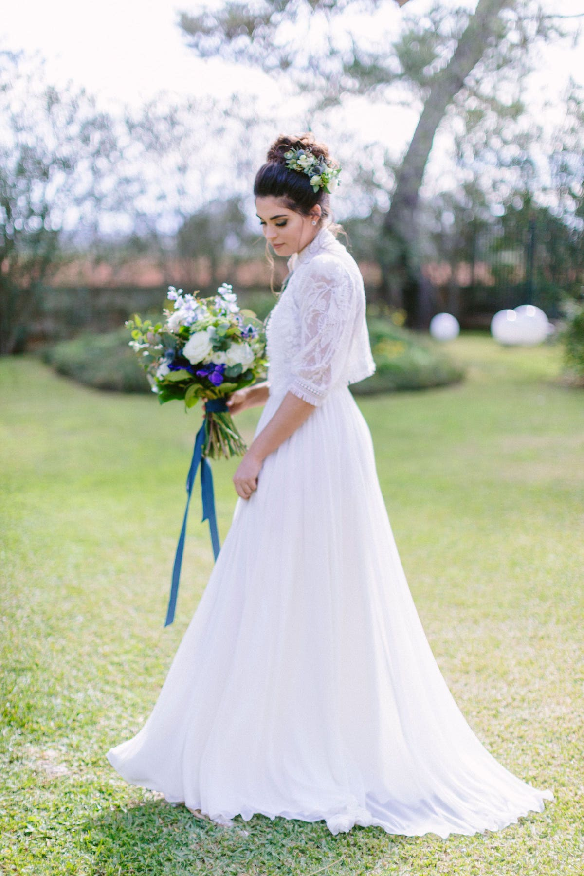 bride bouquet and wedding dress inspiration for wedding in Mallorca