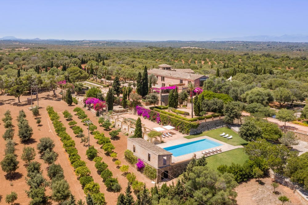 vacational rental finca for a wedding event with pool party in Mallorca