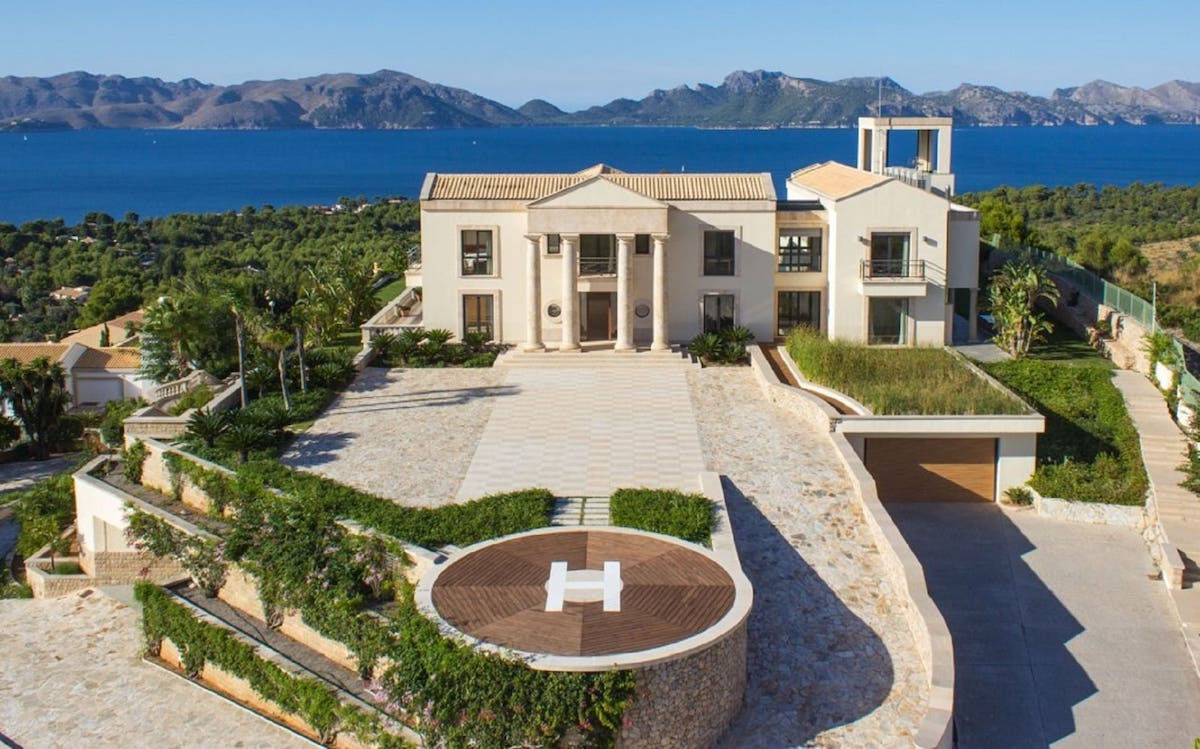 exclusive wedding in a vacational rental Mansion with sea views in Mallorca