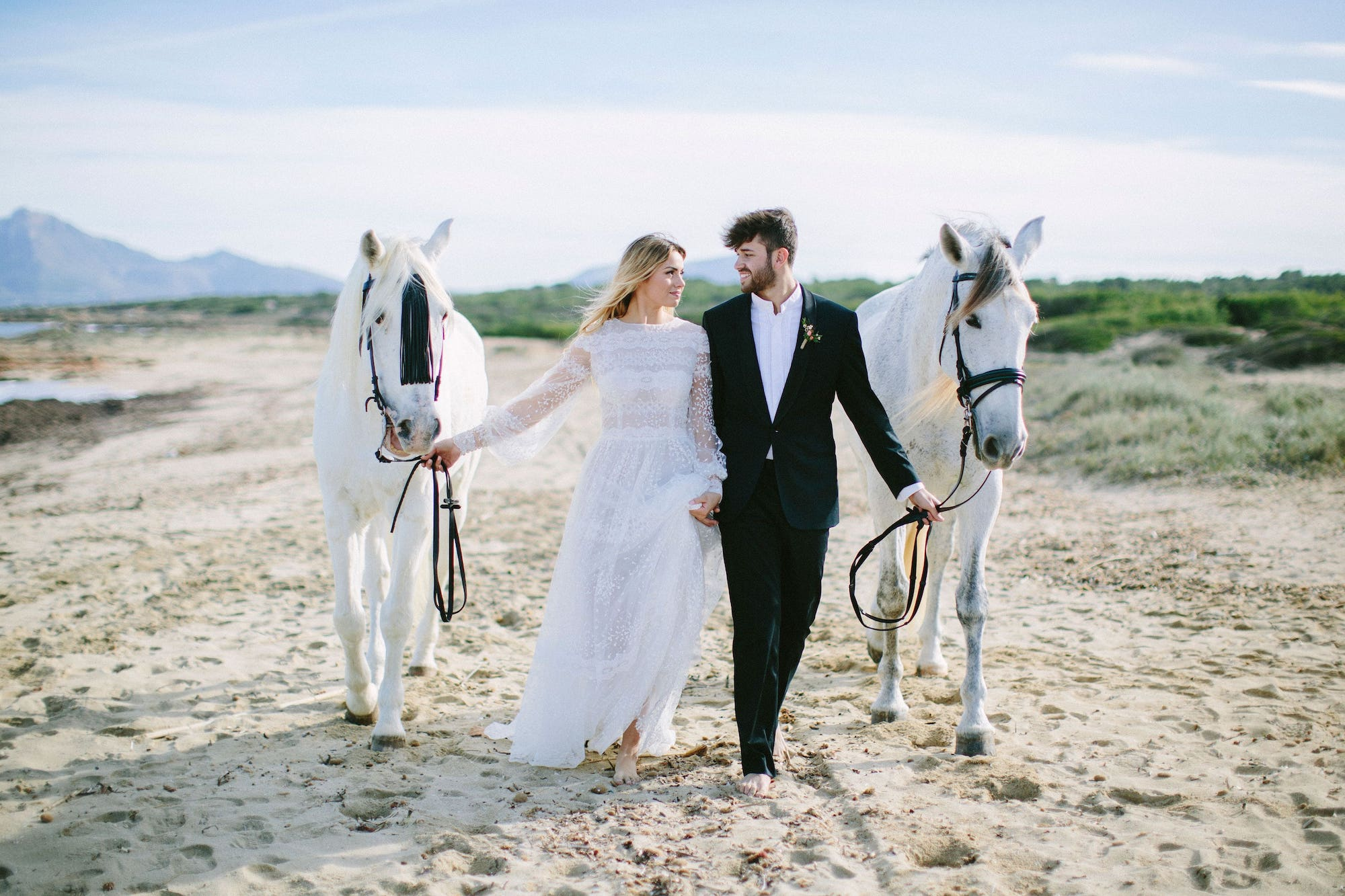 get married in an exclusive beach at Mallorca.