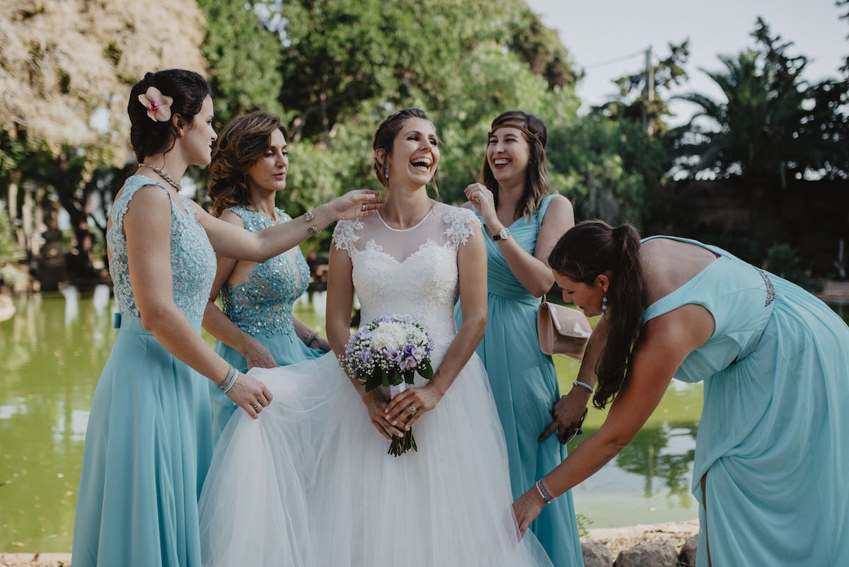 wedding dress and bride bouquet ideas from your wedding planner in Mallorca