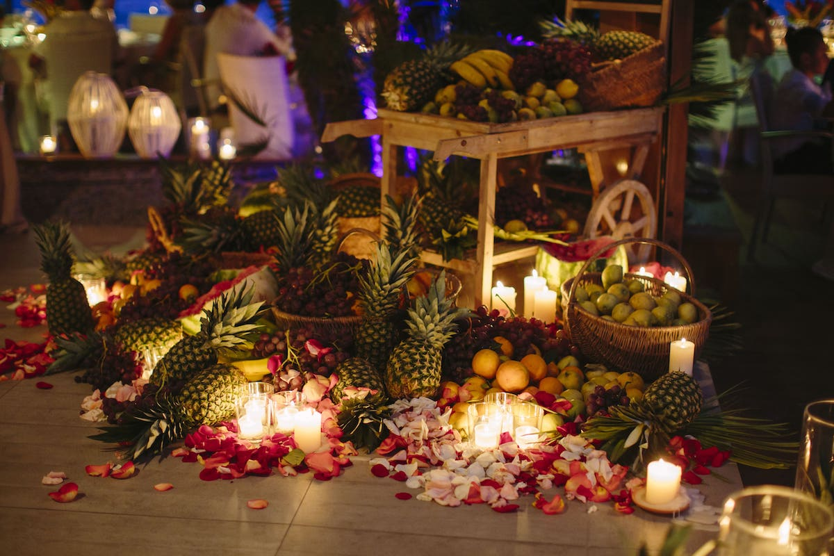 tropical exotic decoration for wedding in beach club at Alcudia Mallorca