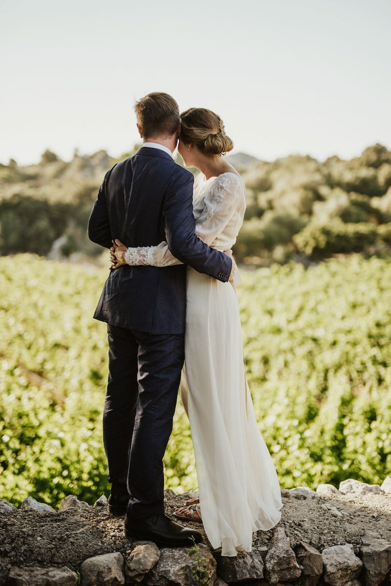 vineyard wedding with mountain views mortitx Mallorca