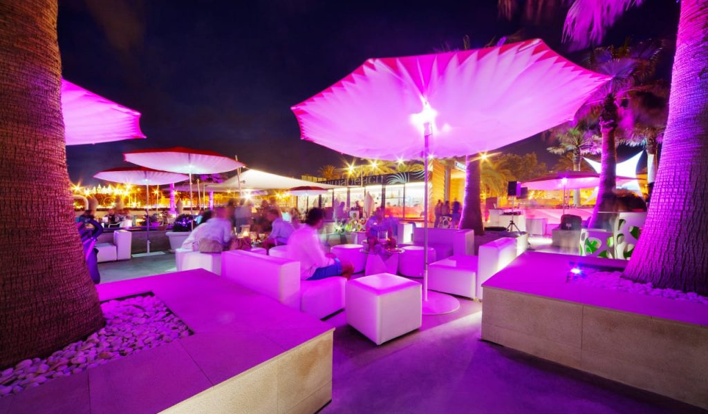 Anima Beach Club for wedding and event near the Cathedral of Palma de Mallorca
