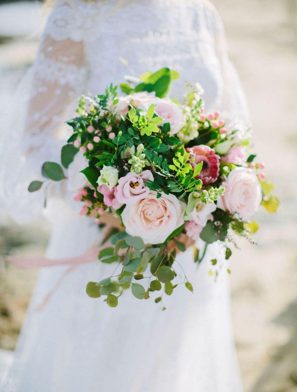 precioso ramo de novia para vestido de novia para bodas románticas en Mallorca