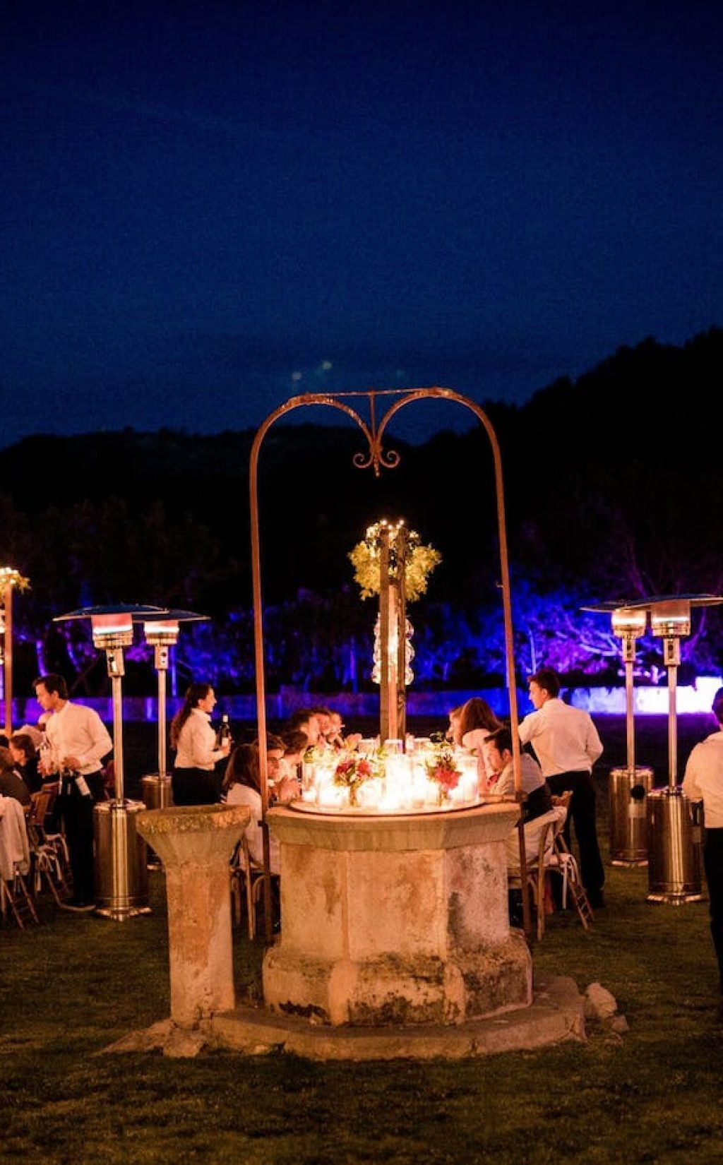 cena romántica de boda en el patio de la finca biniorella, Andratx, Mallorca