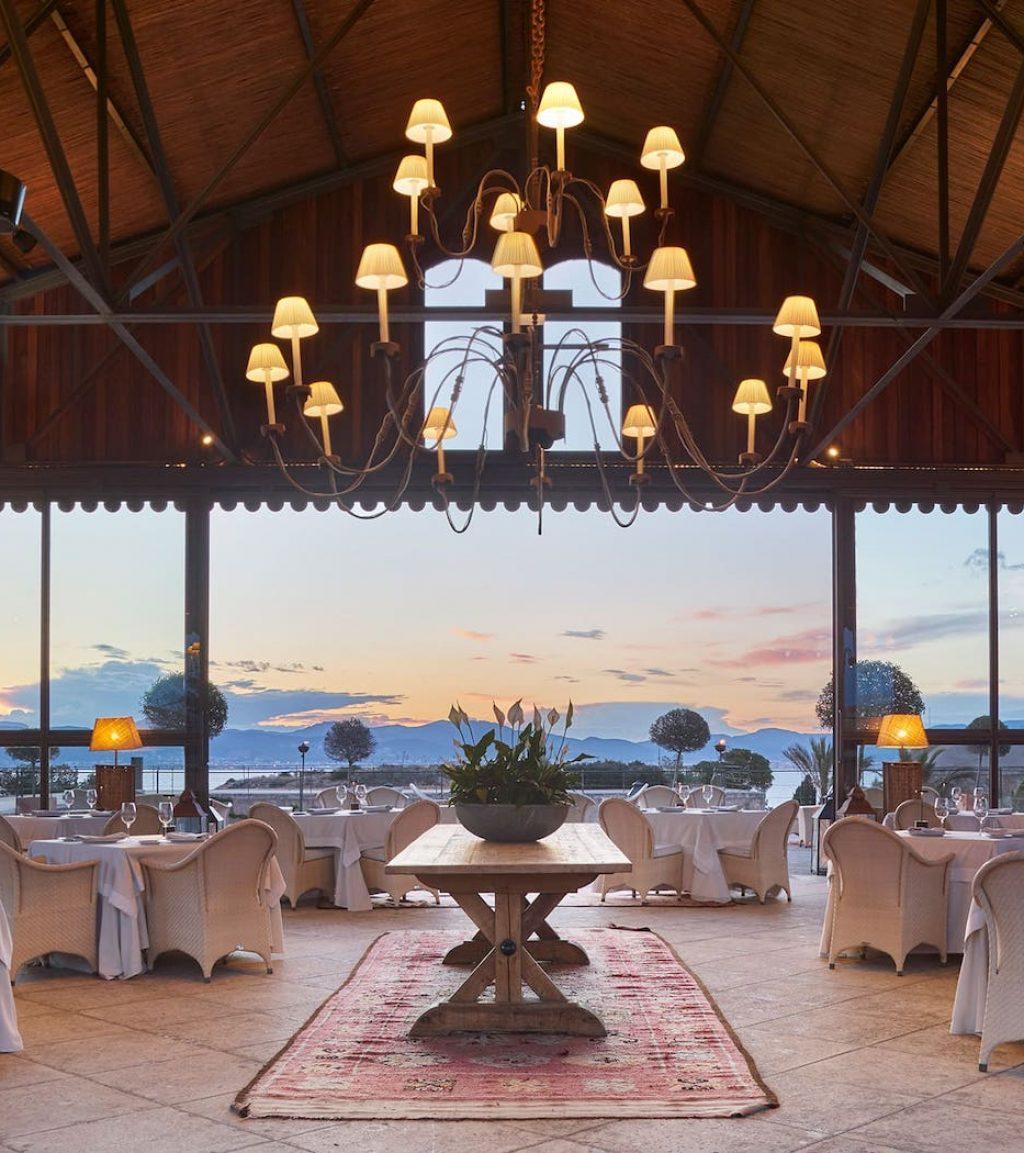 restaurante para bodas con vistas al mar en el hotel cap rocat en palma de mallorca