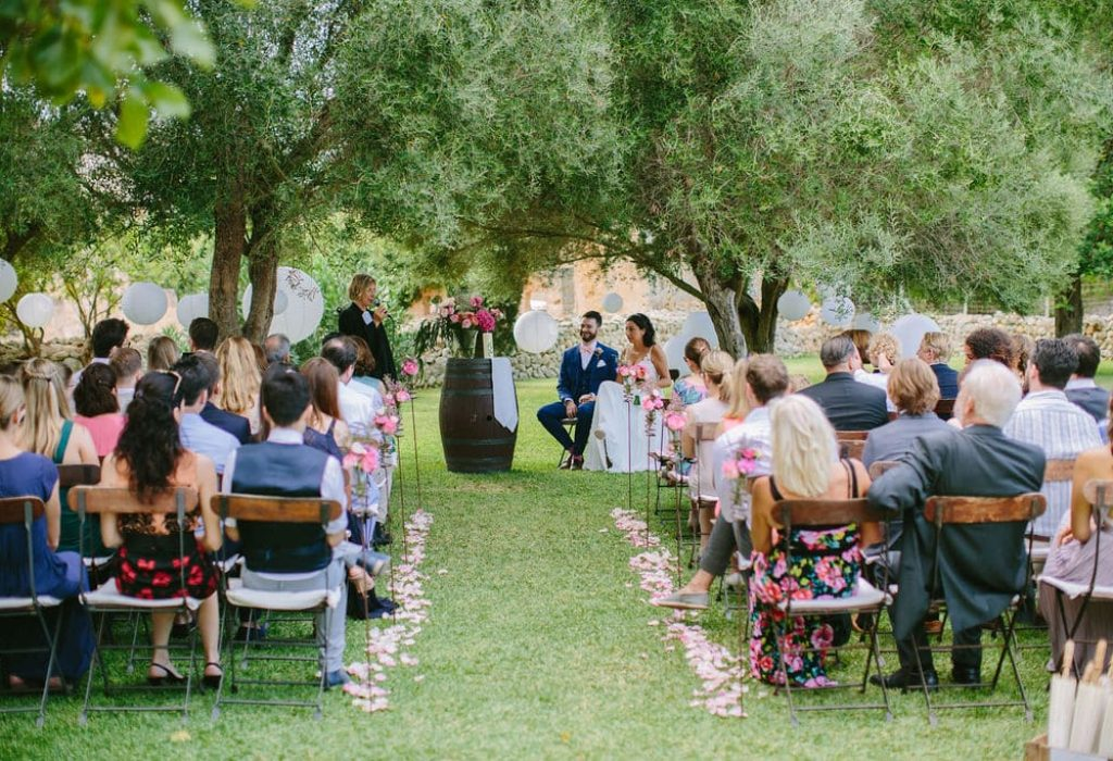 protestant ceremony with rustic decoration at finca alaiar in Mallorca