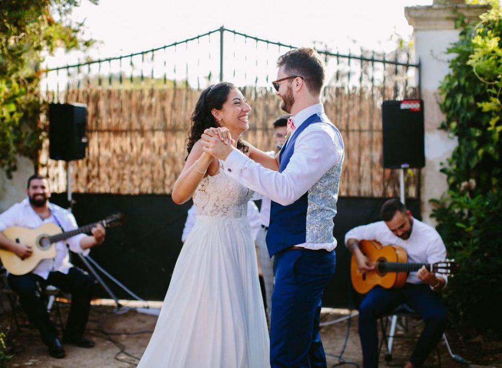 banda de música en vivo para una boda rústica en la finca alaiar mallorca