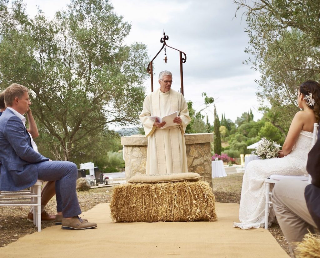 rustic ceremony for wedding in a finca at Mallorca